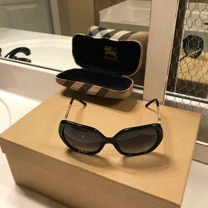 Burberry Women's BE4122 Sunglasses 3001/8G Black